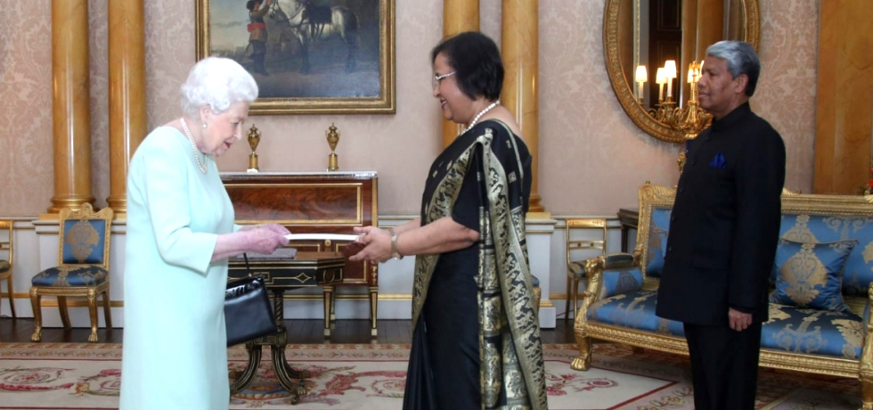 High Commissioner HE Mrs Ruchi Ghanashyam presenting credentials to Her Majesty The Queen Elizabeth II
